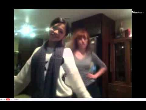 Bella Thorne & Zendaya dancing to