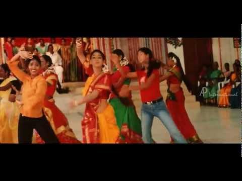 Kannadi Malli Song