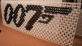 Movies in 92,000 dominoes