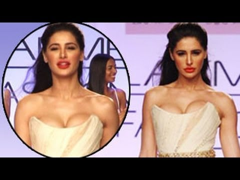 Nargis Fakhri's SHOCKING Bo0b show at LFW 2014