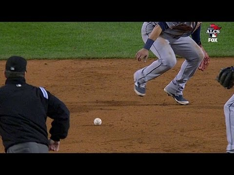 ALCS Gm6: Ellsbury reaches on error to load the bases