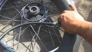 Parchar la rueda de una moto