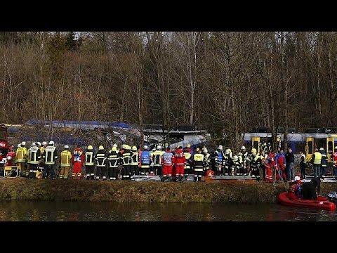 8 قتلى وحوالي 150 مصاب فى اصطدام قطارين بألمانيا