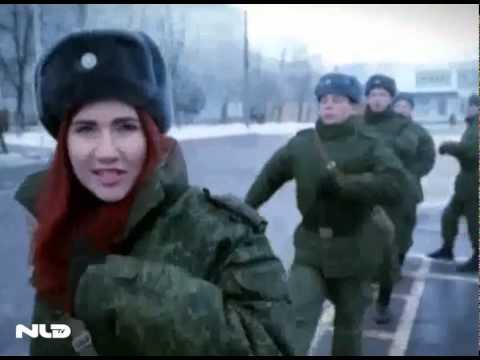 Nữ điệp viên xinh đẹp của Nga tái xuất tham gia huấn luyện cùng xe tăng, súng trường