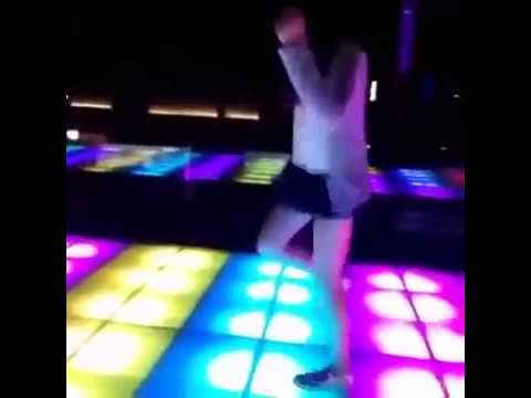 E gái nhảy trên bar vamos pra balada depois vamos pro motel Hot Clip hay vui sốt 2015