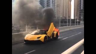 لومبورغيني من أغلى سيارات العالم تحترق وسط دبي |