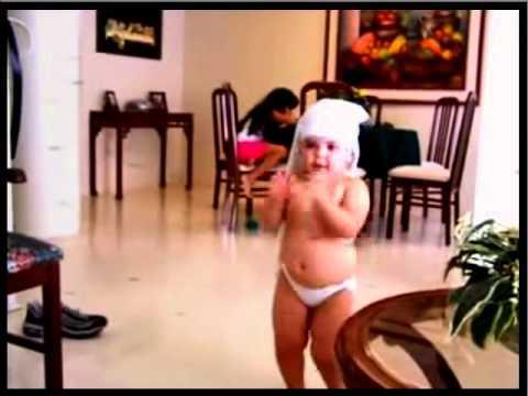 فيديو مضحك جدا جدا جدا طفل صغير يرقص مثل شاكيرا !
