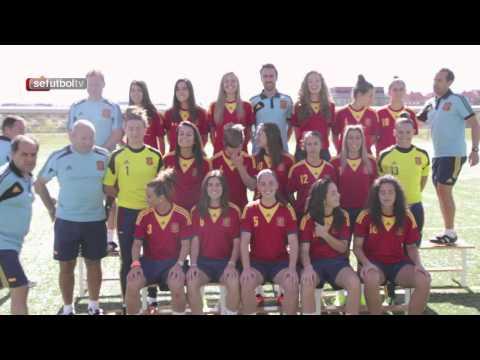 Las internacionales de la Sub-19 femenina posan para la foto oficial del Europeo de Noruega