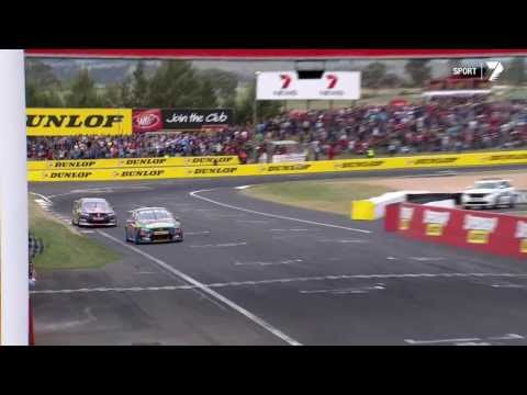 Mark Winterbottom vs  Jamie Whincup - Bathurst 1000 2013