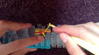 Tutorial: How To Make A Rubber Band Fishtail Bracelet With