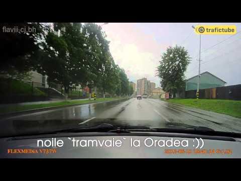 Tramvai de Oradea + aproape poc cu pieton