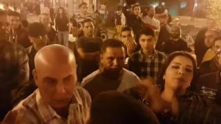 مواطنة تهاجم محتجين وتصفهم بالحمير وتقول عاش الملك