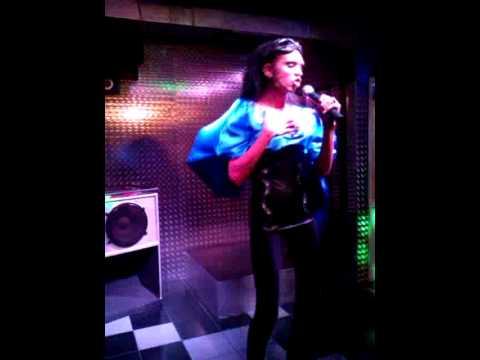 cleonica en discoteca despanto imitando a monica naranjo-dream alive
