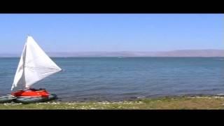 катамаран Альбатрос на озере