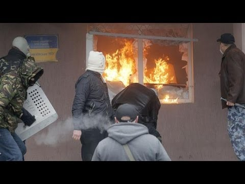 In Ukraine, Pro-Russia Crowd Storms Police Station