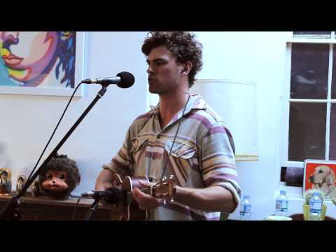 Thumbnail of video Vance Joy - Riptide (Live)
