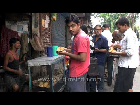 People having puri in a roadside stall in Kolkata
