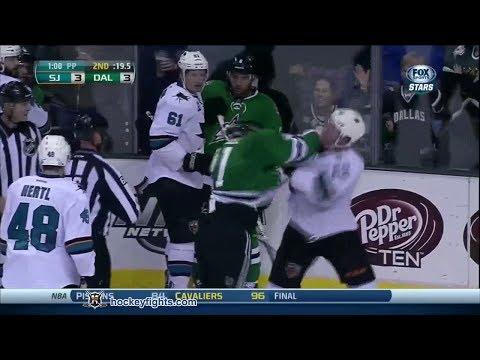 Hình ảnh trong video Matt Irwin vs Antoine Roussel Oct 17, 2013