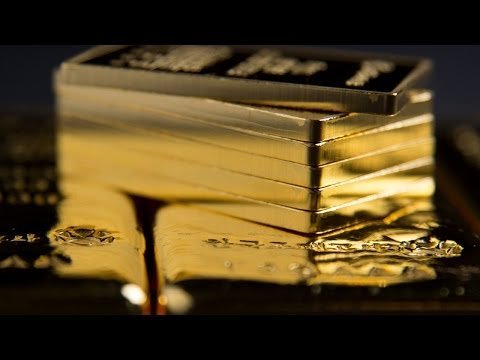 Gold Trade: 'Scale in' With Small Amounts on a Protective Strategy