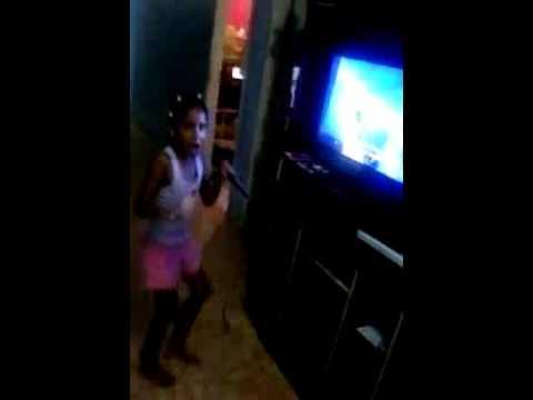 Juliana- cantando/gritando Chuva de Poder (Eyshila)