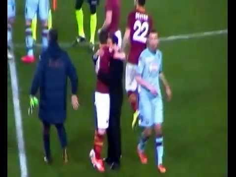 Rudi Garcia esulta sotto la Curva Sud Roma-Torino 2-1