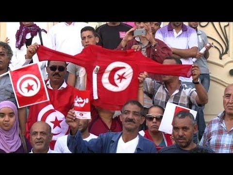 Crise politique: les opposants se rassemblent à Tunis