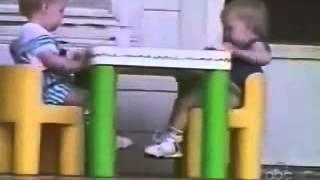 Graciosas caídas de bebés