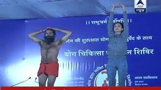 Shilpa Shetty performs Yoga along with Baba Ramdev at five-day Yog Shivir
