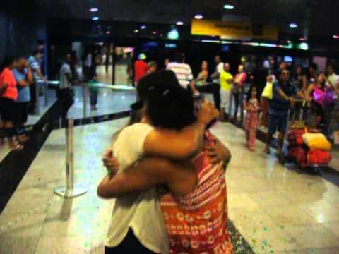 Gaby Amarantos - Chegada no Aeroporto de Recife para o Galo da Madrugada
