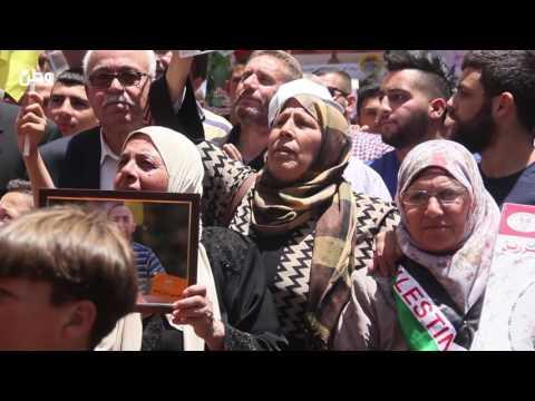 مسيرة حاشدة في رام الله في اليوم 39 لاضراب الاسرى عن الطعام