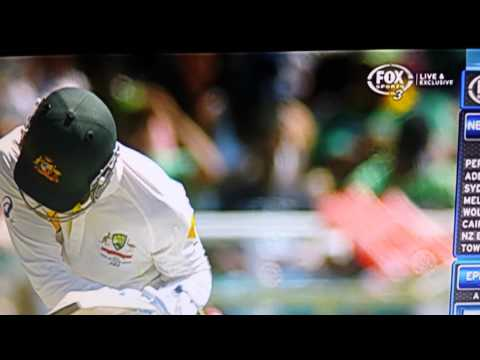 Morne morkel v Michael clarke hurt by bouncer .