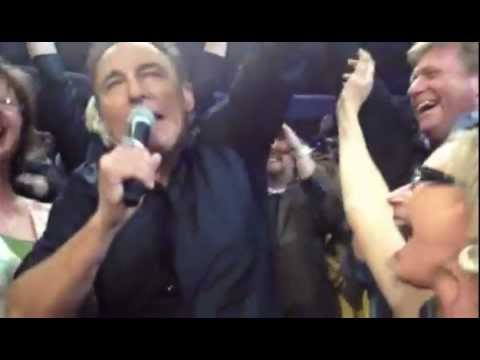 Bruce Springsteen drinks a fans beer, sings Raise Your Hand 3-28-12 Philadelphia