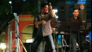 """Rey Ruiz Cantando """"NO ME ACOSTUMBRO"""" En Salinas, Puerto"""