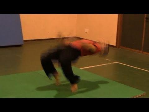 ACROBATICA: Kip up senza mani (alzata Ninja) (kip up tutorial No Hands)