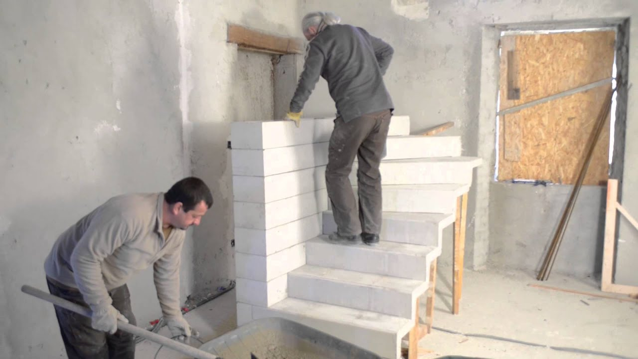Monter un escalier b ton double quart tournant en kit for Fabrication escalier beton interieur