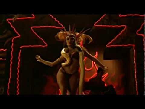 Salma-Hayek-bailando-sensualmente