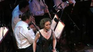 Don't Cry For Me Argentina Sung By Suzan Erens