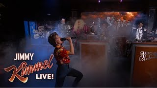 Kristen Bell & Dave Grohl Perform Frozen & Metallica Mash-Up