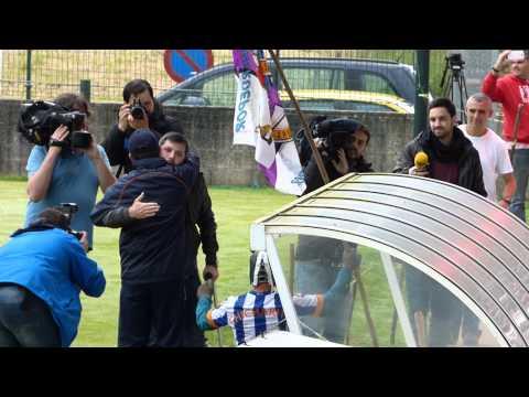 VIDEO - Fernando Vázquez anima a la afición del Deportivo en el último entrenamiento del equipo