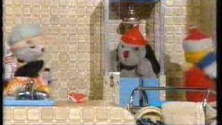 THE SOOTY SHOW WATER Part 1