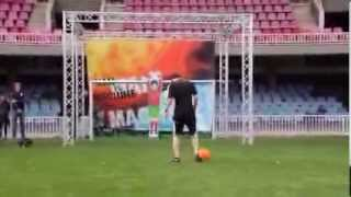 Lionel Messi Vs Robot Goal Keeper. Who Is Better ? Feed