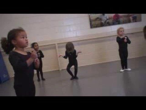 Tak z téhle holčičky baletka nebude :D