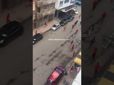 فيديو لم تره من قبل.. تخريب سيارات وهروب جماهير الوداد ومطاردات الشرطة