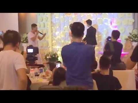 Cười rụng rún với anh chàng hát tặng người yêu cũ trong đám cưới