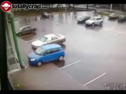 Jak rozbić samochód na pustym parkingu?