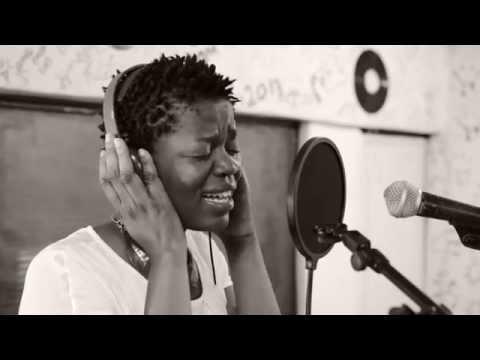 Música é Vida: Entrevista com Yolanda Kakana