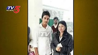 Selfie craze with District Magistrate lands teenager in jail