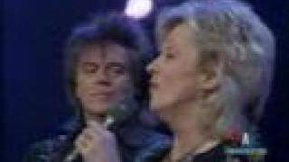 Connie Smith & Marty Stuart Away In A Manger