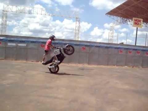 Manobras de moto #3 | Mega Encontro de Motores 2012 - Americana/SP