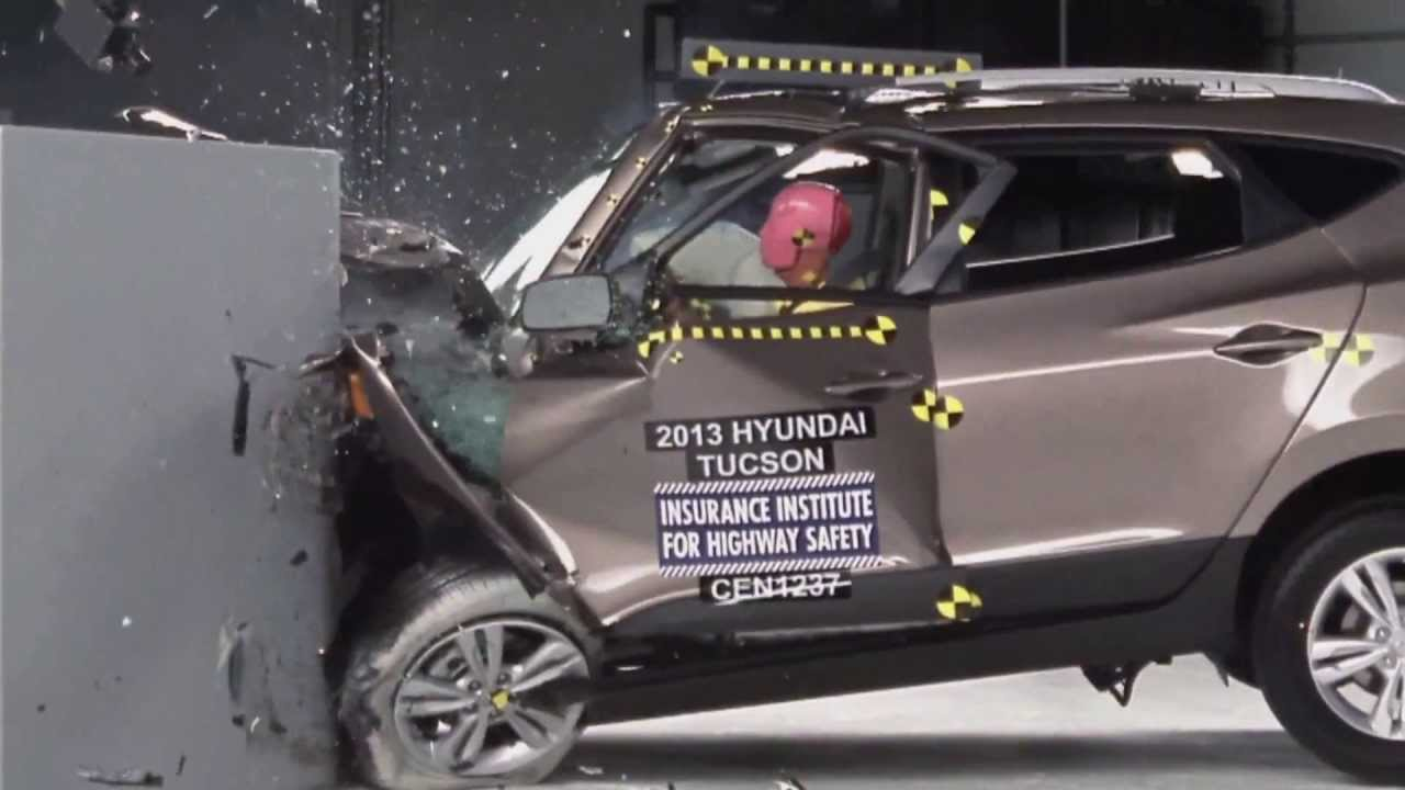iihs 2013 hyundai tucson ix35 small overlap crash test. Black Bedroom Furniture Sets. Home Design Ideas